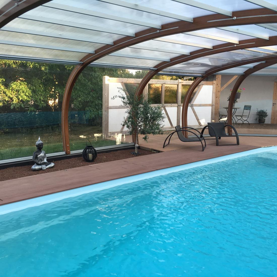 Abri piscine avec rotonde abris bois apc france for Abris piscine bois