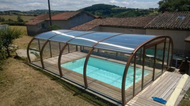 Abri piscine sur terrasse bois abris apc france for Conception de piscine
