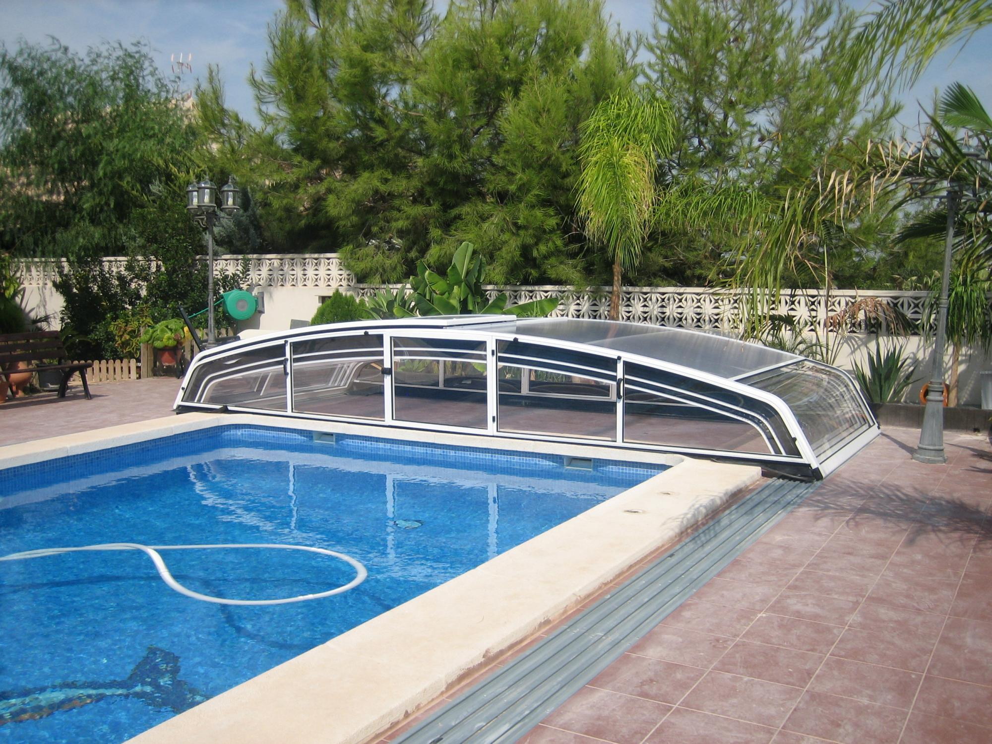 Abri piscine vmini abris alu alu par apc for Abri piscine telescopique sans rail