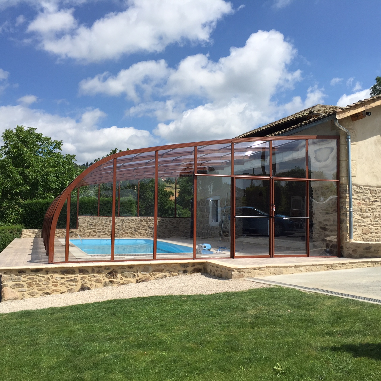 Abri piscine fixe mural vlda abris alu par apc for Abri de piscine montbrison